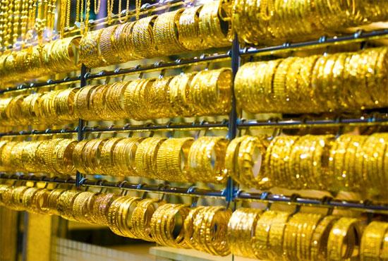 золотой браслет с камнями на ногу